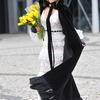 Doda w białej sukni z koronki projektu Patrycji Kujawy