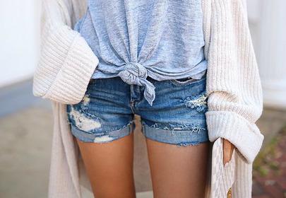 dżinsowe szorty krótkie z przetarciami szczupłe nogi