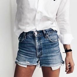 dżinsowe krótkie szorty modne stylizacja