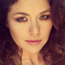 kasia cichopek selfie kręcone włosy długie rzęsy