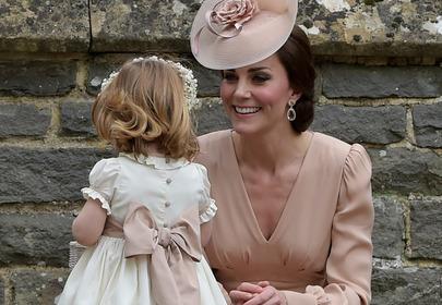 księżna kate middleton uśmiechnięta z córką