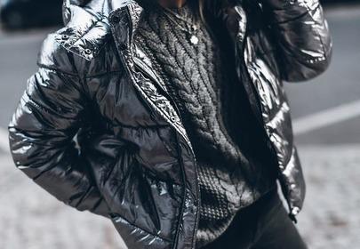 metaliczna kurtka puchowa srebrna