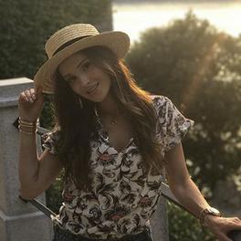 marina łuczenko szczęsna w kapeluszu