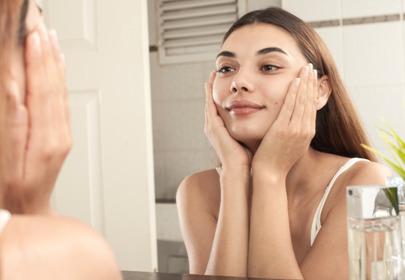 Skuteczne kosmetyki na trądzik: maska Tołpy