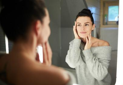 kobieta lustro