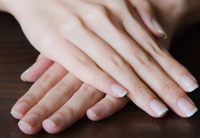 łuszczyca paznokci przyczyny objawy leczenie manicure hybrydowy lakier do paznokci