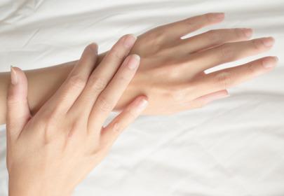 pękająca skóra na dłoniach przyczyny