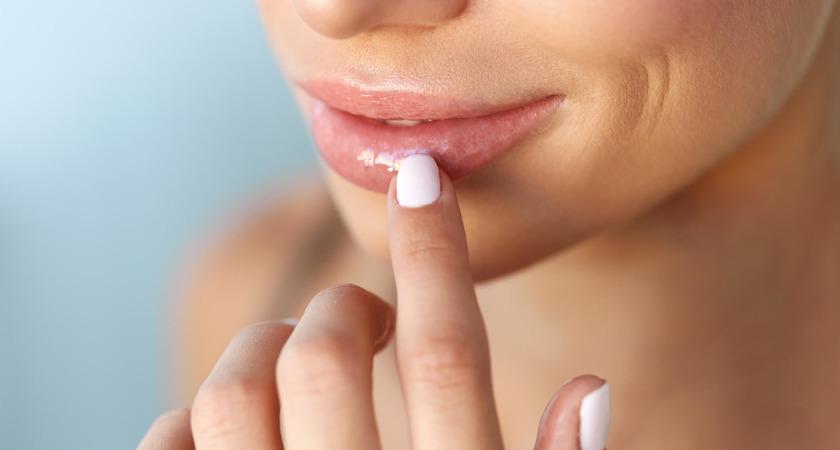 pękające kąciki ust