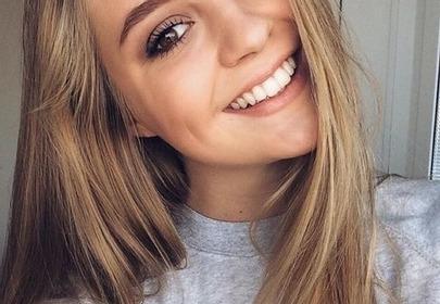 uśmiechnięta blondynka