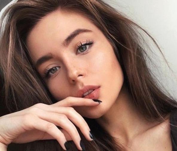 makijaż brwi cieniem