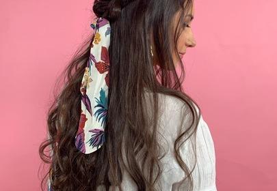 Jak zawiązać apaszkę na włosach? Pokazujemy 4 sposoby [WIDEO]