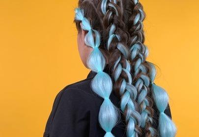 Modne fryzury 2020: festiwalowe warkocze