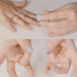 palowanie paznokci szarym lakierem