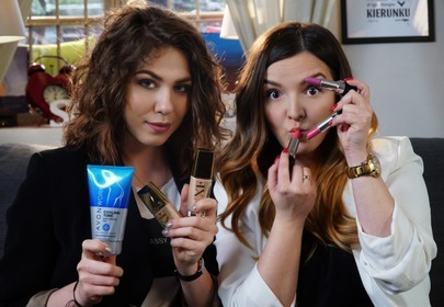 dziewczyny testuja kosmetyki avon