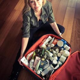 Martyna Wojciechowska pakuje sie na wyprawę - zoabcz co ma w swojej torbie podróżniczej