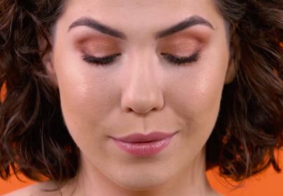 Jak szybko zmienić makijaż dzienny w wieczorowy? [WIDEO]