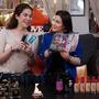 Dziewcyzny testują kosmetyki Avon